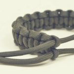 The Many Uses Of A Buckleless Paracord Bracelet